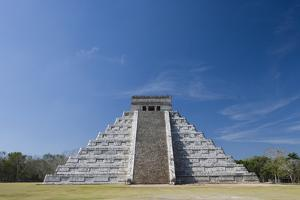Mexico, Yucatan Peninsula, Yucatan, Chichen Itza, Kukulkan Pyramid by Adam Crowley