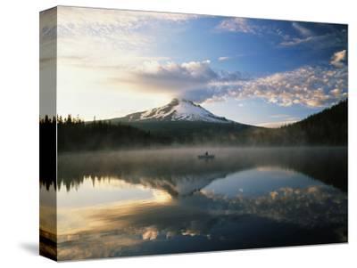Fisherman, Trillium Lake, Mt Hood National Forest, Mt Hood Wilderness Area, Oregon, USA
