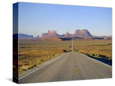 Road to Monument Valley, Navajo Reserve, Utah, USA