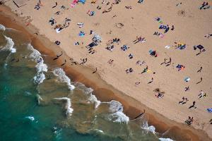 Aerial view of tourists on beach, North Avenue Beach, Chicago, Illinois, USA