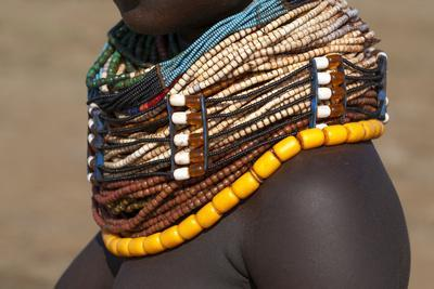 https://imgc.artprintimages.com/img/print/africa-ethiopia-southern-omo-valley-nyangton-tribe-detail-of-a-nyangton-woman-s-necklace_u-l-q1bllhr0.jpg?p=0