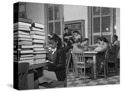 African American Students Reading at Bethune-Cookman College, Feb. 1943