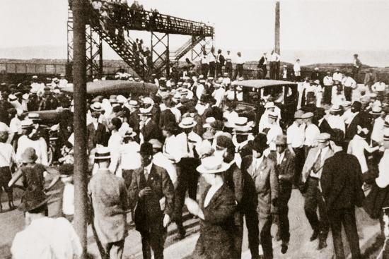 African Americans and whites leaving the beach as trouble begins, Chicago, Illinois, USA, c1919-Unknown-Photographic Print