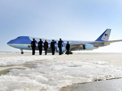 Air Force One, with President Obama and His Family Aboard, Prepares to Depart--Photographic Print