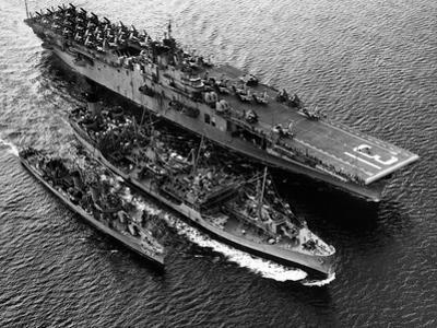 Aircraft Carrier Bon Homme Richard Fueling the Destroyer, Uss Uhlman