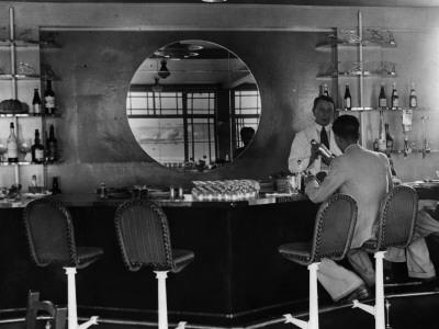 Airport Bar--Photographic Print