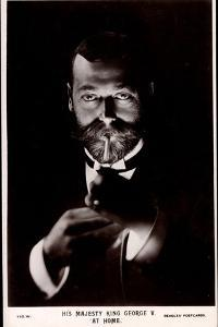 Ak His Majesty King George V. at Home, Lighting a Cigarette