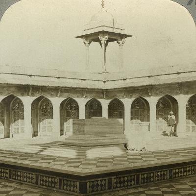 Akbar's Tomb, Sikandara, Uttar Pradesh, India, C1900s-Underwood & Underwood-Photographic Print