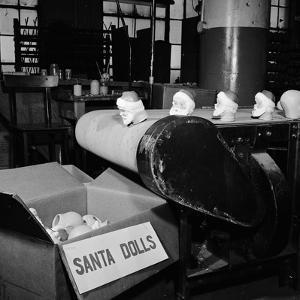 Santa Heads by Al Barry