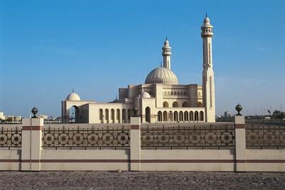 https://imgc.artprintimages.com/img/print/al-fateh-grand-mosque-1987-1988-manama-al-manama-bahrain_u-l-pw32nq0.jpg?p=0
