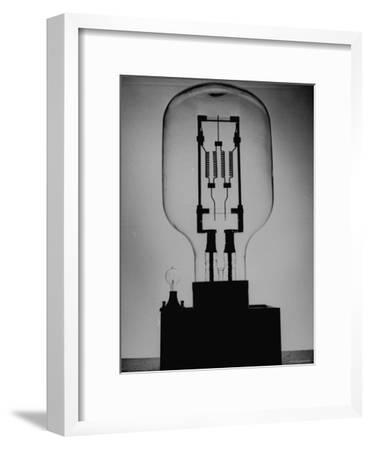Manufacturing G. E. Giant Electric Bulb