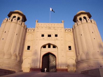 Entrance to the City Fort Built by the Moghuls Between 1524 and 1764, Lahore City, Punjab, Pakistan