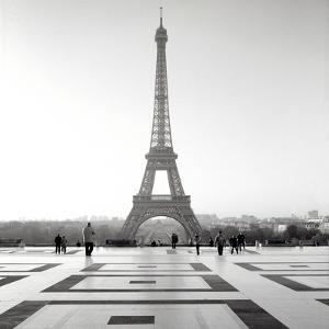 Tour Eiffel #4 by Alan Blaustein