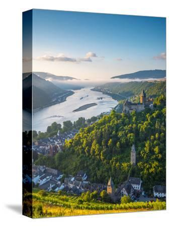 Germany, Rhineland Palatinate, Bacharach and Burg Stahleck (Stahleck Castle), River Rhine