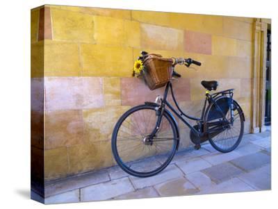 UK, England, Cambridge, Clare College, Bicycle