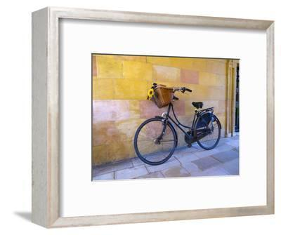 UK, England, Cambridge, Clare College, Bicycle