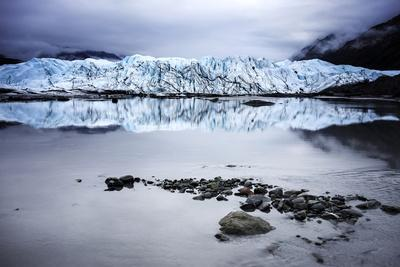 https://imgc.artprintimages.com/img/print/alaska-glacier-lake-wide-angle-view_u-l-q105qtc0.jpg?p=0