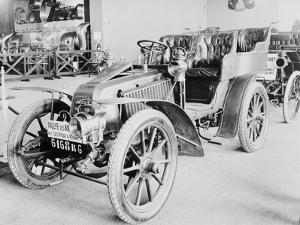 Album photographique : Automobile de course Renault 1903 type Paris--Madrid.