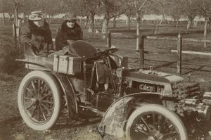 Album photographique : Panhard et Levassor vers 1901 (deux passagères)