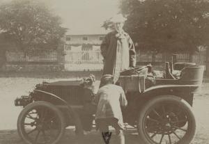 Album photographique : Panhard et Levassor vers 1901 (passagère et son chauffeur)