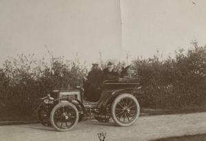 Album photographique : René de Knyff sur sa Panhard-et-Levassor en 1900