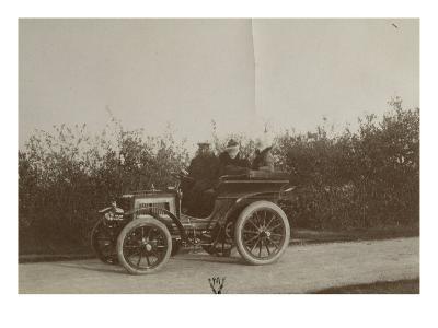 Album photographique : René de Knyff sur sa Panhard-et-Levassor en 1900--Giclee Print