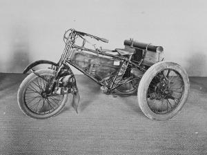 Album photographique : Tricycle de course De Dion-Bouton 1902.