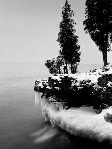 Usa, Wisconsin, Lake Michigan, Shore Scenic, Winter (B&W) by Alex L. Fradkin