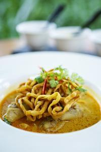 Crispy Noodles and Thai Curry, Chiang Mai, Thailand, Southeast Asia, Asia by Alex Robinson