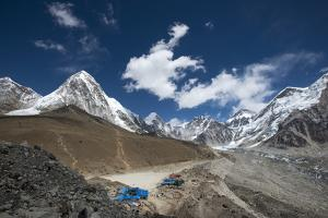 The last village on the Everest Base Camp trek lying at 5100m, Khumbu Region, Nepal, Himalayas by Alex Treadway