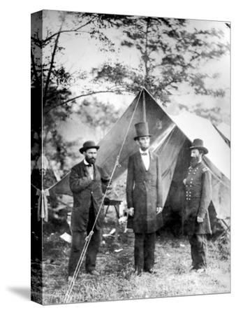 Maj. Allan Pinkerton, US President Abraham Lincoln and Gen. John McClernand, during the Civil War