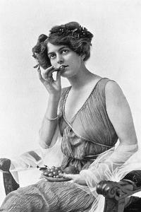 Irene Warren, 1908-1909 by Alfred & Walery Ellis