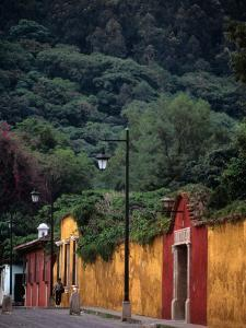 Antigua Streets, Antigua City,Sacatepequez, Guatemala by Alfredo Maiquez