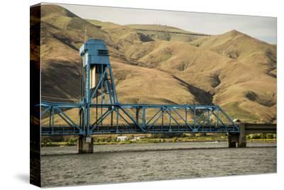 Idaho, Columbia River Basin, Hells Canyon, Bridge over the Snake River