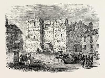 Alnwick Castle Gateway--Giclee Print
