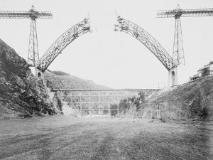 Le viaduc de Garabit en construction by Alphonse Terpereau