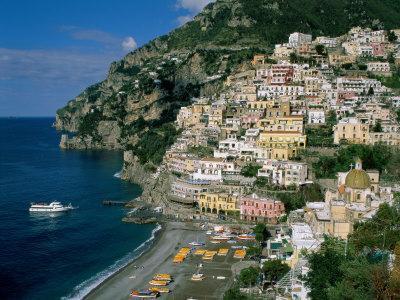 https://imgc.artprintimages.com/img/print/amalfi-coast-coastal-view-and-village-positano-campania-italy_u-l-p363fv0.jpg?p=0