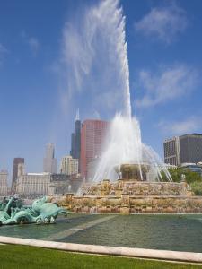 Buckingham Fountain in Grant Park, Chicago, Illinois, United States of America, North America by Amanda Hall