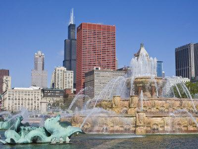 Buckingham Fountain in Grant Park with Sears Tower and Skyline Beyond, Chicago, Illinois, USA