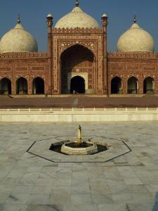 Completed by Mughal Emperor Aurangzeb, Badshahi Mosque Can Accommodate 60, 000 Worshippers by Amar Grover