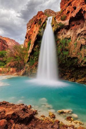 https://imgc.artprintimages.com/img/print/amazing-havasu-falls-in-arizona_u-l-q105ptf0.jpg?p=0
