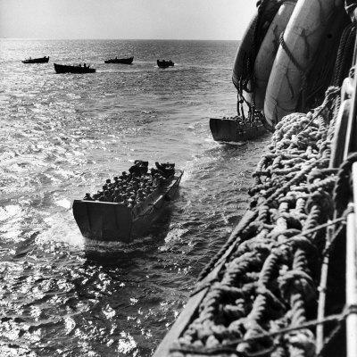 https://imgc.artprintimages.com/img/print/american-army-troops-coming-aboard-apa-at-sea-for-d-day-allied-invasion-of-normandy_u-l-p75xqd0.jpg?p=0