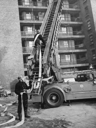 https://imgc.artprintimages.com/img/print/american-firefighters-in-london-wwii_u-l-q108c2u0.jpg?p=0