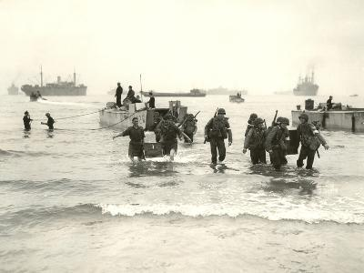 American Forces Landing at Arzew, Algeria During Operation Torch--Photographic Print