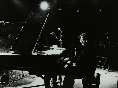 https://imgc.artprintimages.com/img/print/american-pianist-dick-wellstood-playing-at-potters-bar-hertfordshire-1986_u-l-q10m6eq0.jpg?p=0