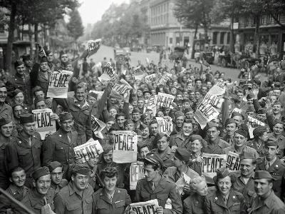 "American Servicemen and Women Gather in Front of ""Rainbow Corner"" Red Cross Club in Paris--Photographic Print"