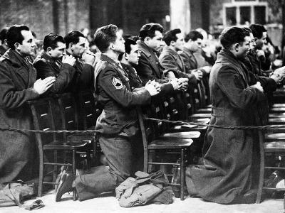 American Soldiers are Seen at Prayer During a Catholic Mass on Thanksgiving Day--Photographic Print