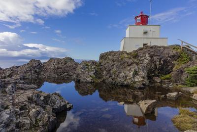 https://imgc.artprintimages.com/img/print/amphitrite-lighthouse-near-uculet-british-columbia-canada_u-l-q1d5d6n0.jpg?p=0