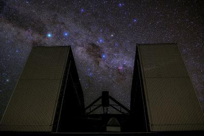 An 8-Metre Giant Telescope Studies the Skies at the Cerro Paranal Observatory-Babak Tafreshi-Photographic Print