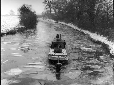 "An ""Icebreaker"" Narrow Boat--Photographic Print"